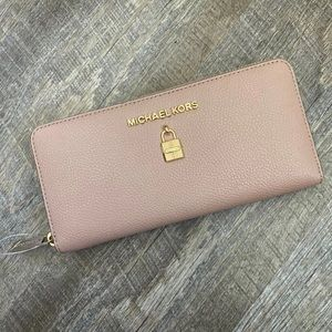 NEW MICHAEL KORS MAUVE LEATHER WALLET